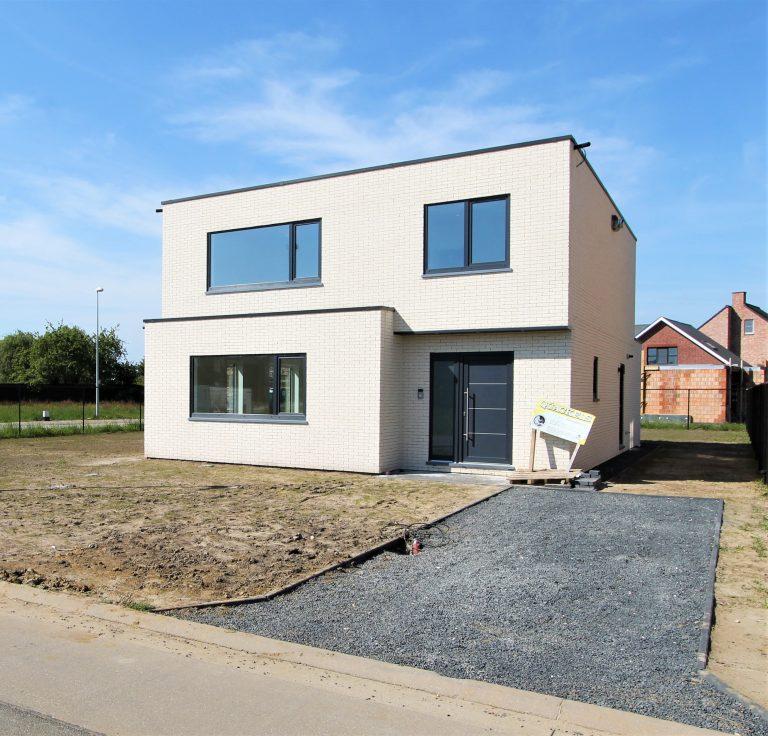 Witte nieuwbouw te koop in Heist-op-den-Berg.
