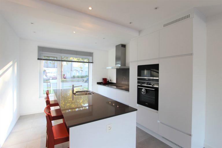 Afgewerkte keuken in nieuwbouw, te koop in Kontich.