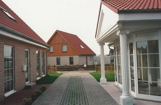 Drie huizen gebouwd door Quackels Woningbouw in Duitsland.