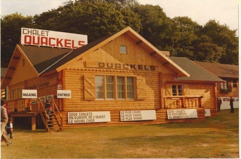 Quackels huis met reclame om een huis te bouwen.