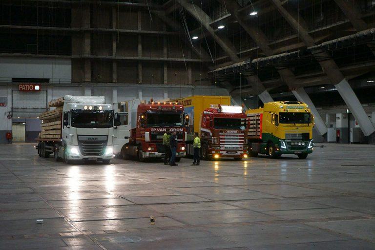Vrachtwagens staan klaar voor bouwfirma Quackels.
