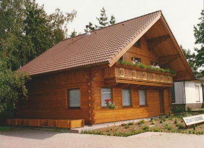 Houten chalet met terras gebouwd door Quackels Woningbouw