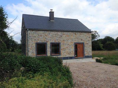 Ardense woning in lokale stijl gebouwd door Quackels Woningbouw
