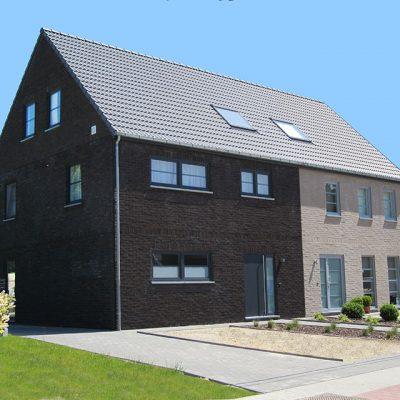 Donkere (links) en lichte (rechts) halfopen nieuwbouw van Quackels Woningbouw