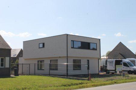 Moderne, witte nieuwbouw van Quackels